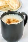 Kopp av varmt cappuccinokaffe Royaltyfria Foton