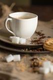 Kopp av varmt espressokaffe och kakan Fotografering för Bildbyråer