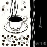 Kopp av varmt kaffe med kaffebönor. Svartvit bakgrund. Royaltyfri Bild