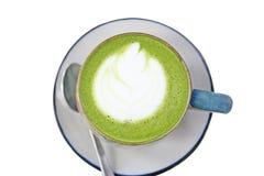 Kopp för bästa sikt av varmt grönt te som isoleras på vit bakgrund royaltyfri bild
