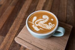 kopp för lattekonstkaffe royaltyfria bilder