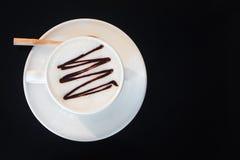 Kopp för vitt kaffe på den svarta glass tabellen med kopieringsutrymme Royaltyfria Foton