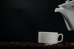 Kopp kaffe med krukan Royaltyfri Fotografi