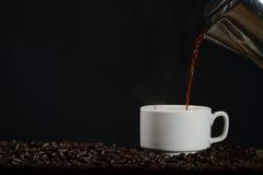 Kopp kaffe med krukan Royaltyfria Foton
