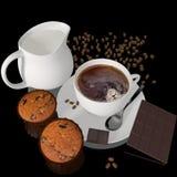 Kopp kaffe med muffin Royaltyfria Bilder