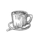 Kopp kaffe med tefatet, sked Den drog handen skissar stil För vektorgravyr för tappning svart illustration för etiketten, rengöri Royaltyfri Foto