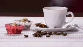 Kopp kaffe med två mandelmuffin royaltyfria bilder