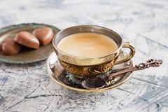 Kopp kaffe och godisar Royaltyfri Fotografi