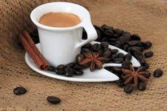 Kopp kaffe- och stjärnaanis Arkivfoton
