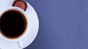 Kopp kaffe på en kritiseraplatta Top beskådar Fotografering för Bildbyråer