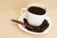 Kopp kaffe på en tabell Arkivfoto