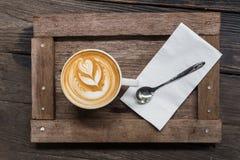 Kopp kaffe på plattan Royaltyfri Fotografi