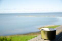 Kopp kaffe på verandan Royaltyfria Bilder