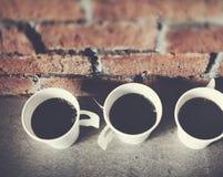 Kopp kaffetegelstenväggen förnyar begrepp för kaffeavbrott Arkivfoton