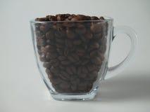 Kopp med coffeeebönor Arkivfoton