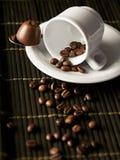 Kopp med kaffebönor Arkivbilder