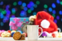Kopp te eller kaffe och kakor Royaltyfria Bilder