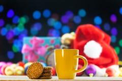Kopp te eller kaffe och kakor Royaltyfri Foto