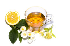 Kopp te från en lind och närliggande en citron Arkivbilder