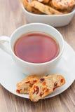 Kopp te med biscotti Fotografering för Bildbyråer