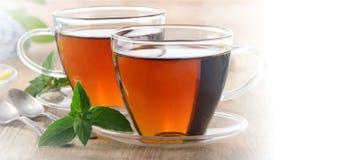 Kopp te med den mintkaramellsidor och citronen arkivfoton