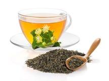 Kopp te med en lindblomma royaltyfri fotografi