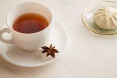 Kopp te med marshmellow Fotografering för Bildbyråer