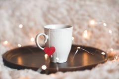 Kopp te med röd hjärta Royaltyfri Fotografi