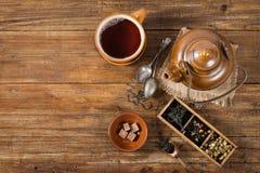 Kopp te med tekannan, ovanför sikt Royaltyfri Foto