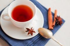 Kopp te med teskeden Arkivbilder