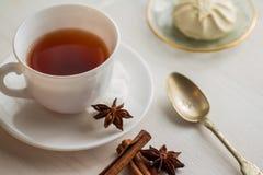 Kopp te med teskeden Arkivbild