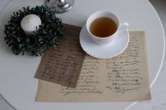 Kopp te och romantisk bokstav Royaltyfria Bilder
