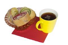 Kopp te och schweizisk rulle Arkivfoton