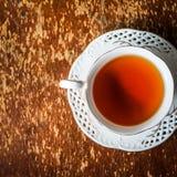 Kopp te på träbakgrund Arkivfoton
