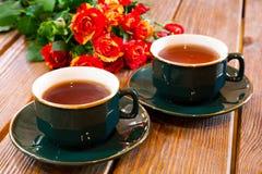 Koppar av tea- och robuketten Royaltyfria Foton