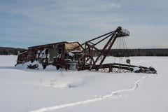 Koppar muddrar inbäddat i snö och is Arkivfoto