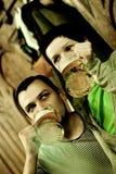 Koppel het drinken bier Stock Foto