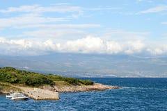Koppeln Sie in Dorf genanntem Risika, Insel von Krk, Kroatien an Stockbilder