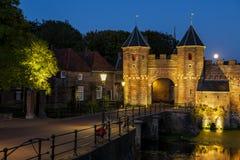 Koppelpoort Amersfoort avec la pleine lune Photos libres de droits