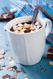 Koppen av choklad mjölkar Arkivfoton
