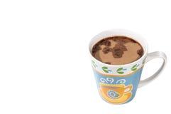 Koppen av svart kaffe med mjölkar isolerat royaltyfria bilder