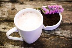 Koppen av varm choklad mjölkar Royaltyfri Bild