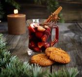 Koppen av varm jul funderade vin arkivfoton