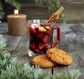 Koppen av varm jul funderade vin royaltyfri fotografi