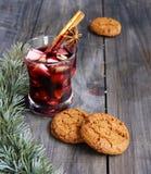 Koppen av varm jul funderade vin fotografering för bildbyråer