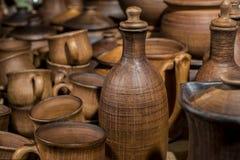 Koppen, flessen en andere ceramische waren Royalty-vrije Stock Foto's