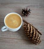 Koppen kaffe och brunt sörjer kotten Royaltyfri Fotografi