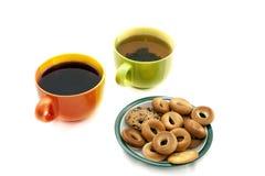 Koppen met thee en koekjes Stock Foto's