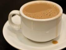 koppen mjölkar tea Royaltyfri Foto