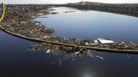 Koppen, plastiek en ander afval die aan de oceaan worden geveegd stock afbeelding